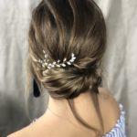 Lockere Hochsteckfrisur an langen Haaren